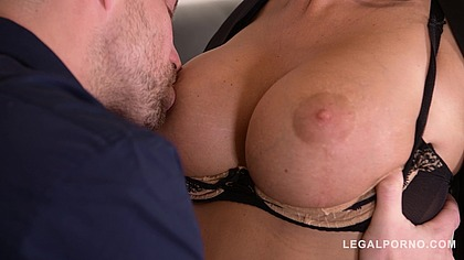 Sexting leads to hardcore pussy fucking with busty bombshell Ania Kinski GP694