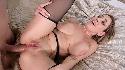Anal craving milf Siya Jey stretches her asshole with a banana and big dick GP1371