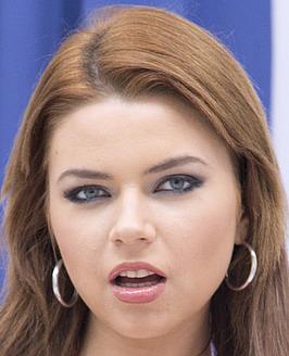 Russisches Luder mit Monsterkurven Marina Visconti wird analisiert